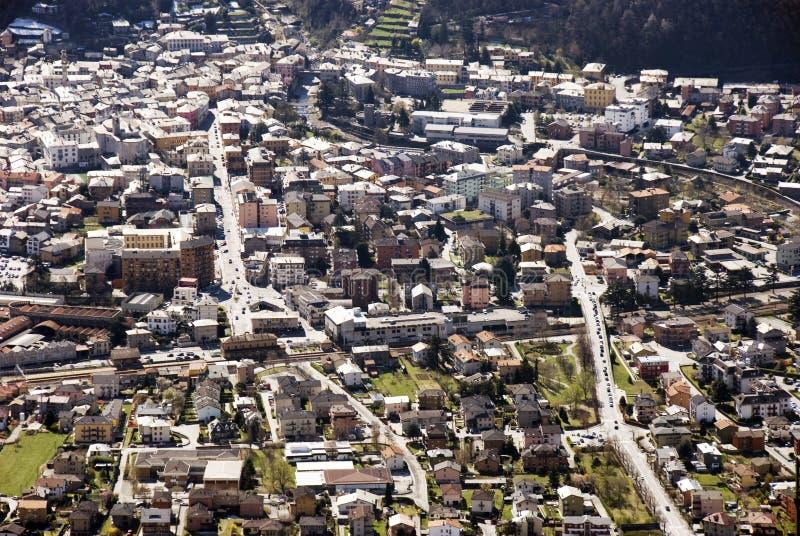 Vue aérienne d'expansion urbaine résidentielle photos stock