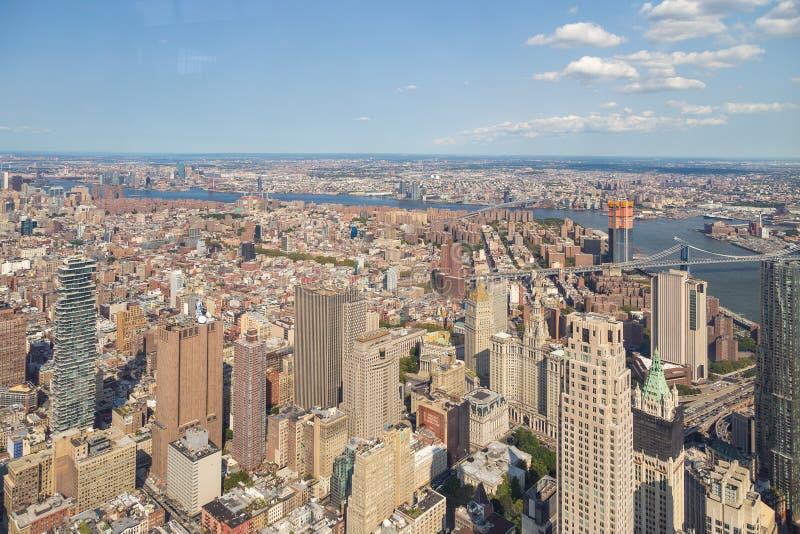 Vue aérienne d'horizon de Manhattan un jour ensoleillé d'été photo stock