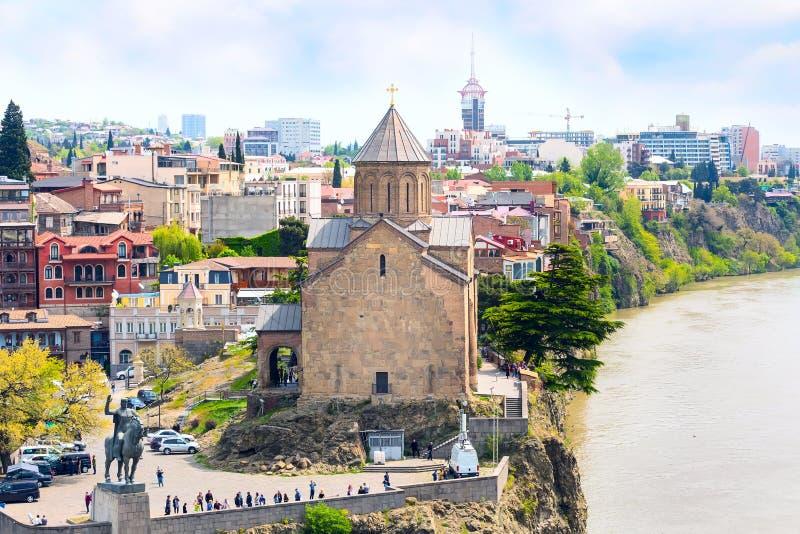 Vue aérienne d'horizon de Tbilisi, la Géorgie avec de vieilles maisons traditionnelles photographie stock libre de droits