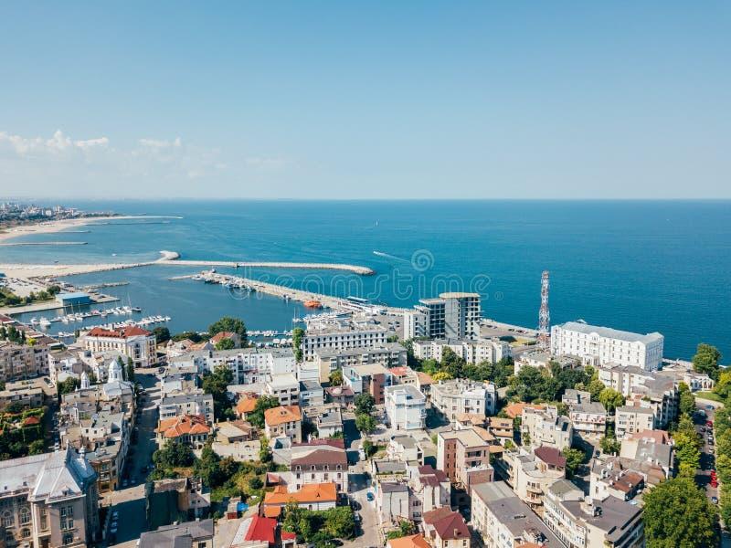 Vue aérienne d'horizon de ville de Constanta en Roumanie photographie stock