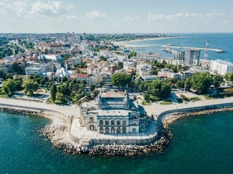 Vue aérienne d'horizon de ville de Constanta de la Roumanie photographie stock