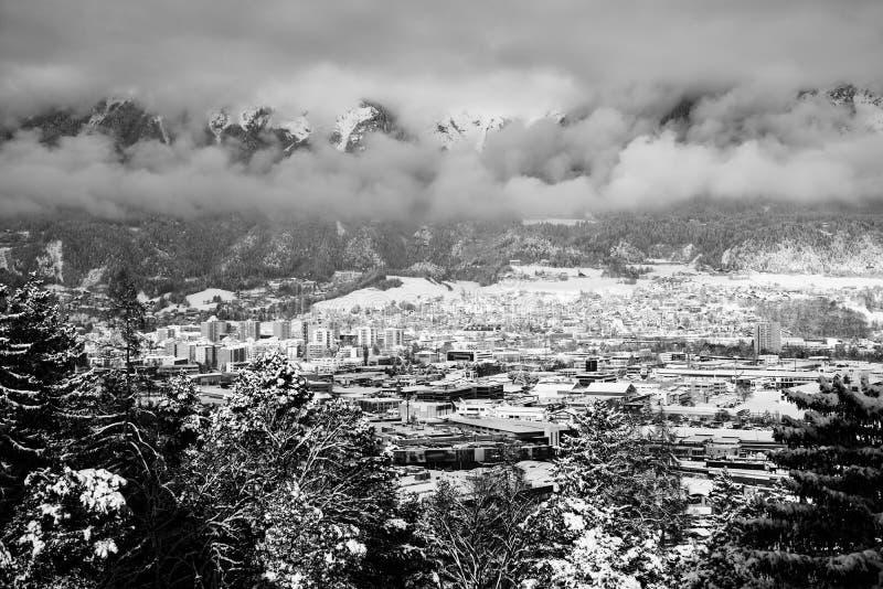 Vue aérienne d'Innsbruck, Autriche pendant le matin d'hiver photos stock