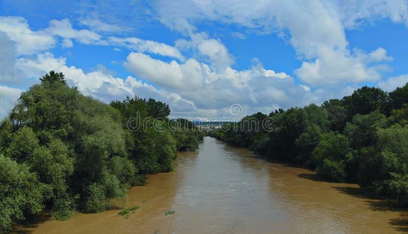 Vue aérienne d'inondation en rivière due à la forte pluie photos libres de droits