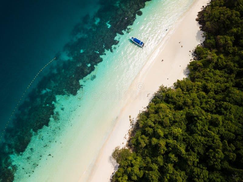Vue aérienne d'un bourdon de belle plage de Madame chez Nyaung Oo images libres de droits