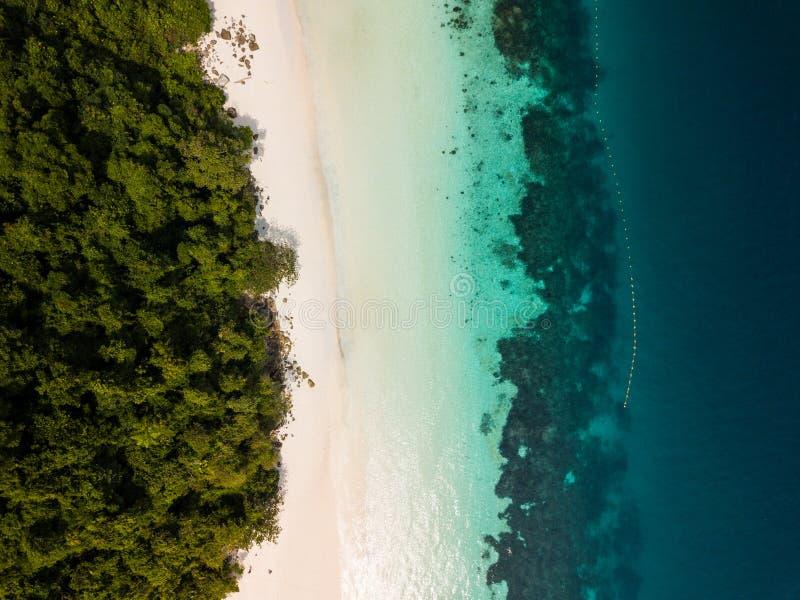 Vue aérienne d'un bourdon de belle plage de Madame chez Nyaung Oo photos stock