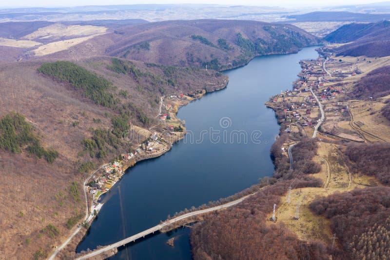 Vue aérienne d'un lac photos libres de droits