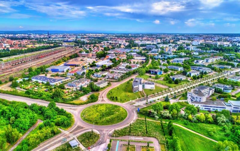 Vue aérienne d'un rond point dans Schiltigheim près de Strasbourg, France images stock