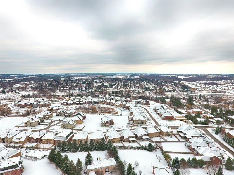 Vue aérienne d'une petite ville en hiver, Ontario, Canada images libres de droits