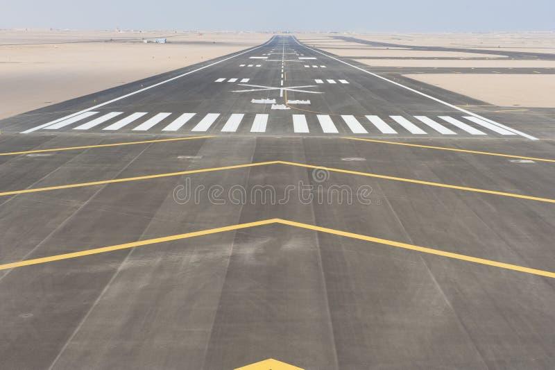 Vue aérienne d'une piste d'aéroport photos libres de droits