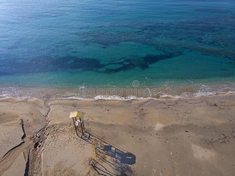 Vue aérienne d'une plage dans Attique, Grèce photos libres de droits