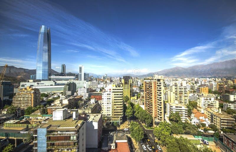 Vue aérienne d'une ville et de la montagne des Andes à l'arrière-plan, Santiago, Chili images libres de droits