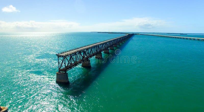 Vue aérienne de Bahia Honda State Park avec le vieux pont photos libres de droits