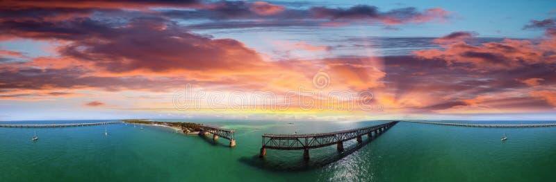 Vue aérienne de Bahia Honda State Park avec le vieux pont images stock