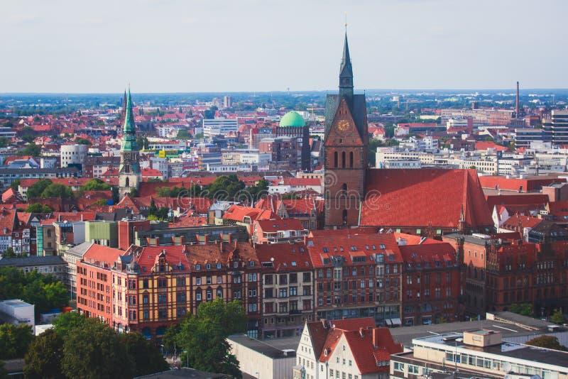 Vue aérienne de bel été grand-angulaire superbe de Hanovre, Allemagne, basse-saxe, vue de la plate-forme d'observation de la vill image libre de droits