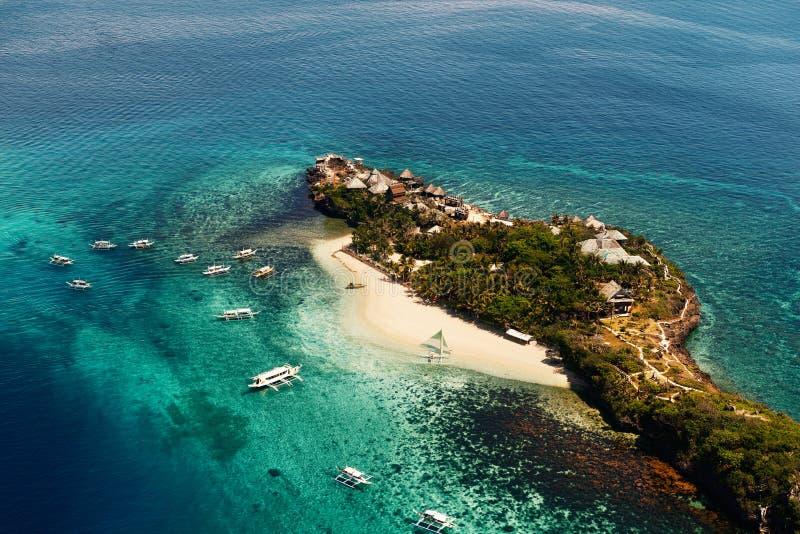 Vue aérienne de belle baie dans les îles tropicales Île de Boracay photo stock