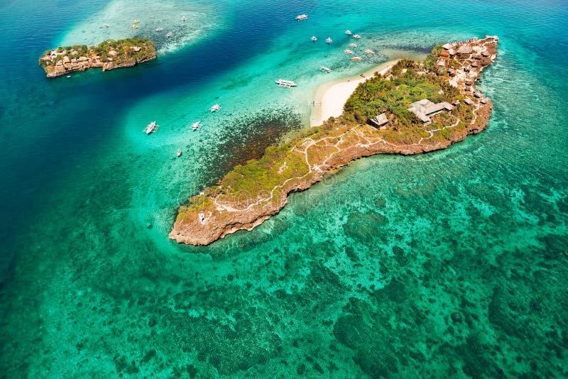 Vue aérienne de belle baie dans les îles tropicales Île de Boracay image stock