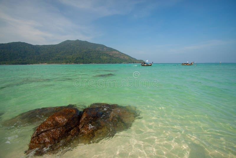 Vue aérienne de belle plage de Koh Lipe contre le ciel bleu Satun, en Thaïlande, eau claire et île de Lipe de ciel bleu, Thaïlande photos libres de droits