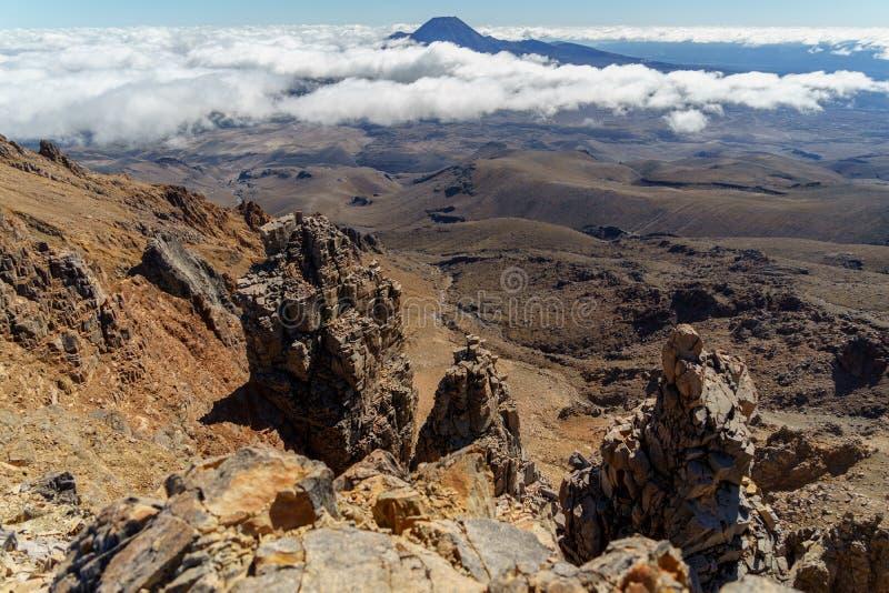 Vue aérienne de belles montagnes rocheuses, parc national de Tongariro, Nouvelle-Zélande photographie stock
