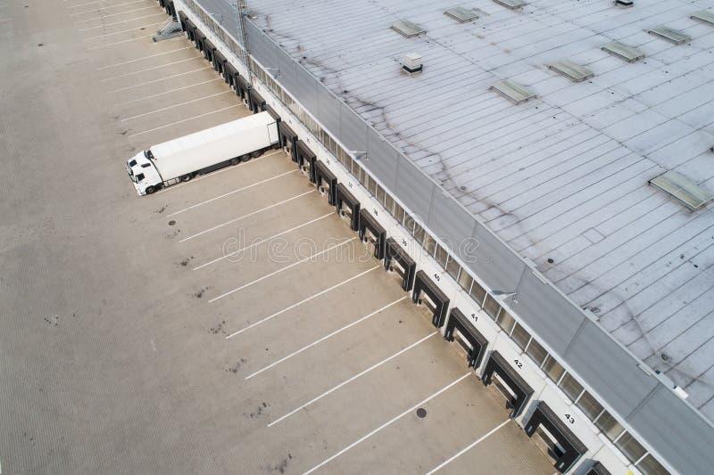 Vue aérienne de bourdon au centre serveur de distribution image libre de droits