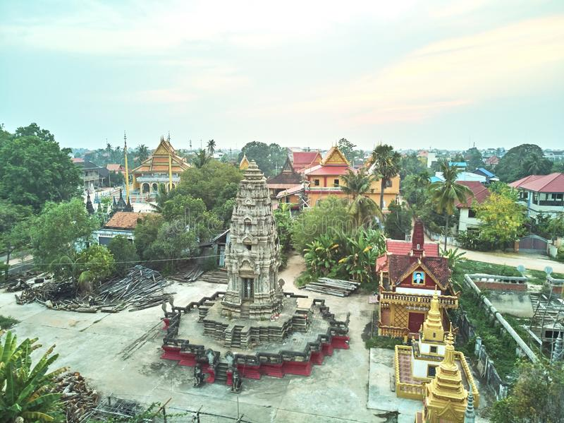 Vue aérienne de bourdon d'un temple de Cambodgien de traditionnal image stock