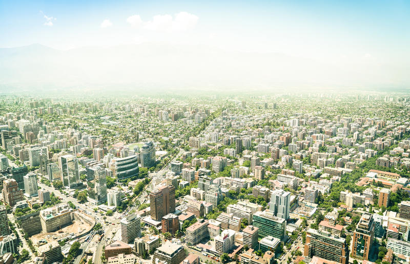 Vue aérienne de bourdon des gratte-ciel de Santiago de Chile photos stock