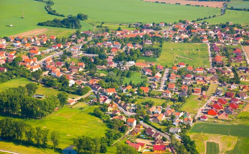 Vue aérienne de campagne avec le village photographie stock libre de droits