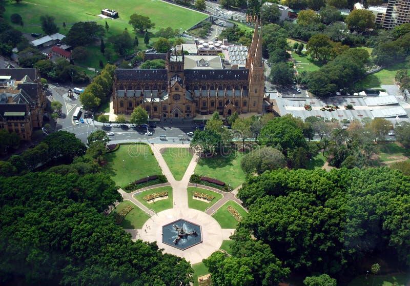 Vue aérienne de cathédrale de Hyde Park et de St Mary de Sydney Eye Tower photographie stock libre de droits