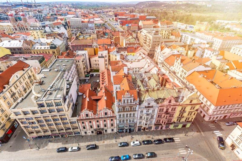 Vue aérienne de cathédrale de St Bartholomews au-dessus de place de République Pilsen ou Plzen, dans la République Tchèque de rég images stock