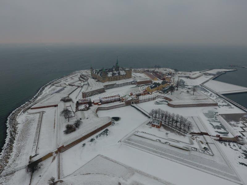 Vue aérienne de château de Kronborg, hiver du Danemark photos libres de droits