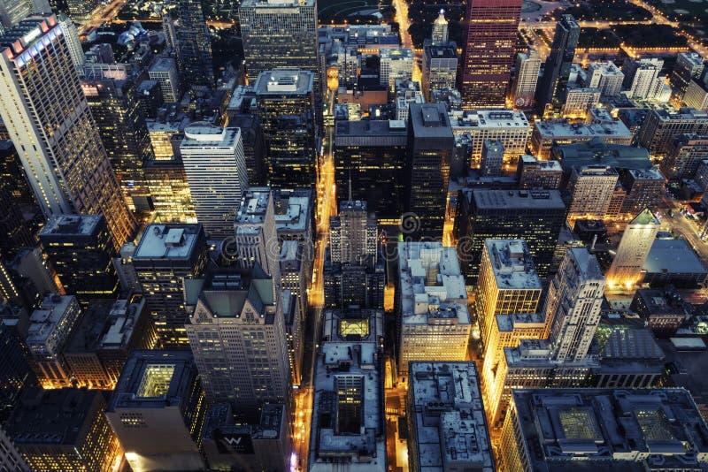 Vue aérienne de Chicago par nuit photographie stock libre de droits