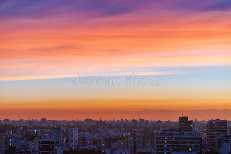 Vue aérienne de coucher du soleil de Buenos Aires photographie stock libre de droits