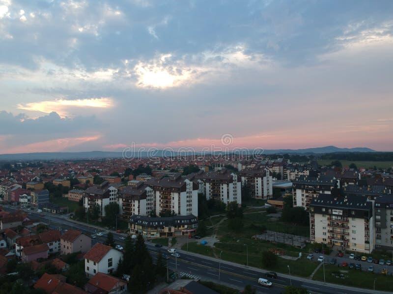 Vue aérienne de coucher du soleil Kragujevac - en Serbie image stock