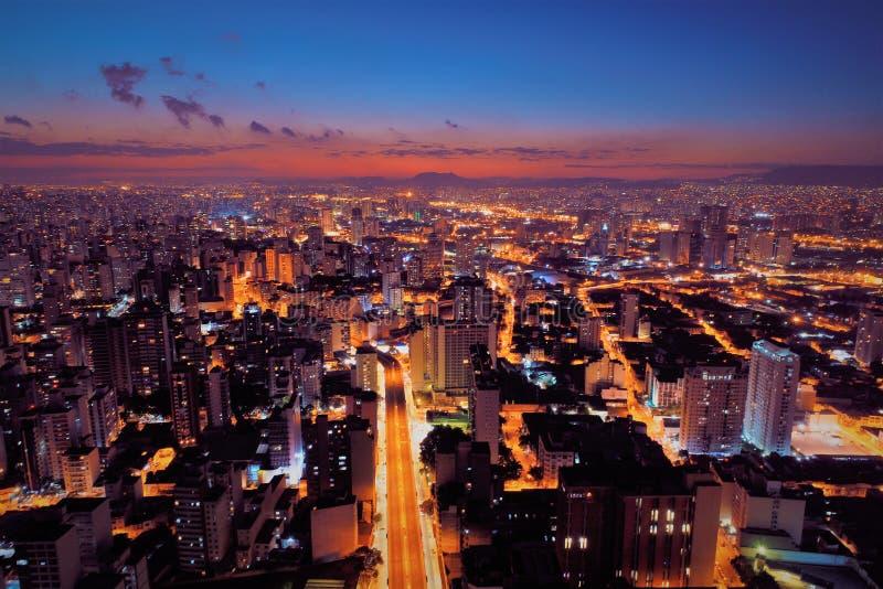 Vue aérienne de coucher du soleil sur la ville São Paulo, Brésil photos stock