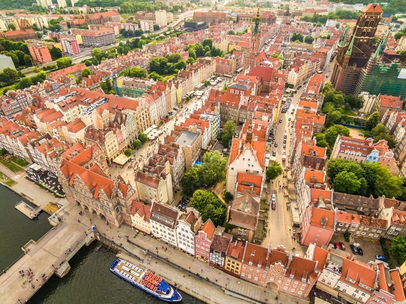 Vue aérienne de Danzig Vue de la vieille ville avec la porte verte et le marché à terme photographie stock