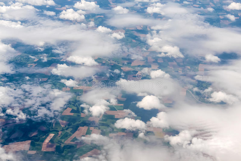 Vue aérienne de différentes formations de nuage image stock