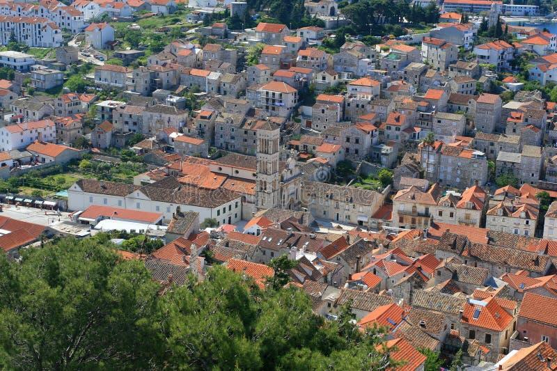 Vue aérienne de grand dos de ville principal sur Hvar photo stock