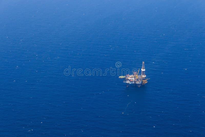 Vue aérienne de Jack Up Drilling Rig en mer image libre de droits
