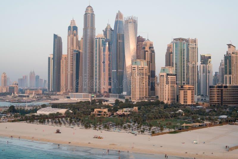 Vue aérienne de JBR pendant le coucher du soleil, Dubaï, EAU photos stock
