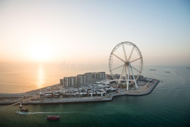 Vue aérienne de l'oeil de Dubaï au coucher du soleil, EAU image stock
