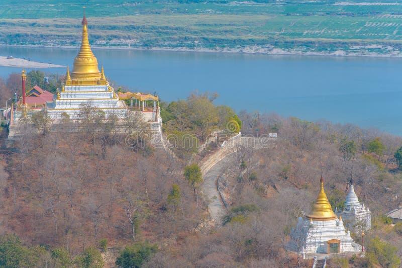 Vue aérienne de la colline sagaing images libres de droits