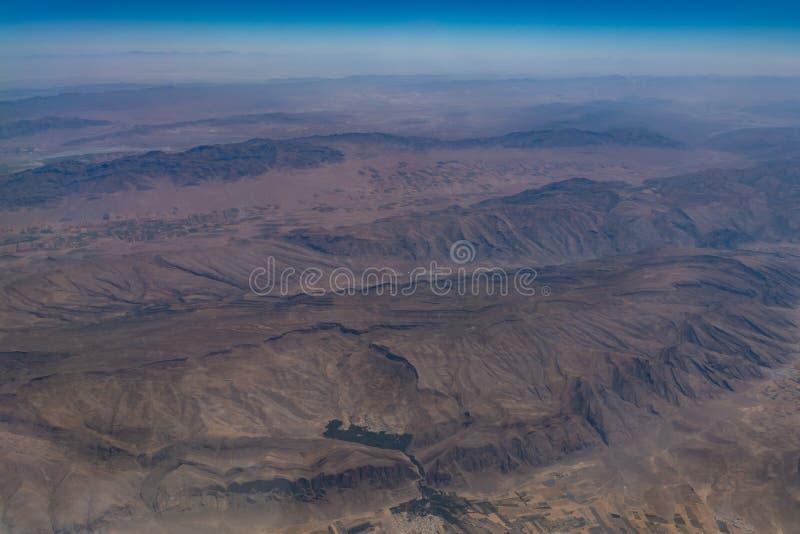 Vue aérienne de la montagne rocheuse et du désert en Iran photographie stock libre de droits
