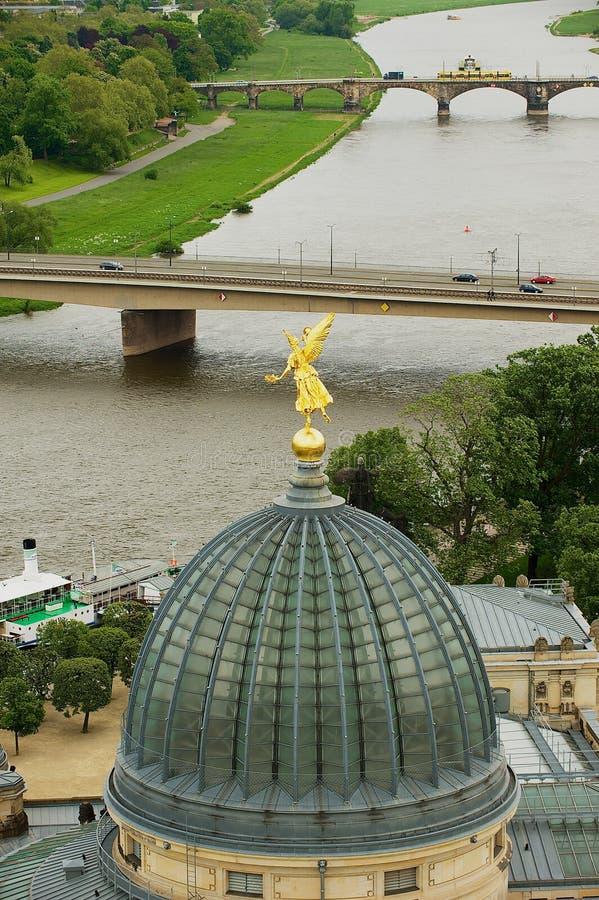 Vue aérienne de la partie historique de la ville et de l'Elbe à Dresde, Allemagne photographie stock libre de droits