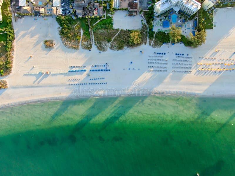 Vue aérienne de la plage et des stations de St Pete photo libre de droits