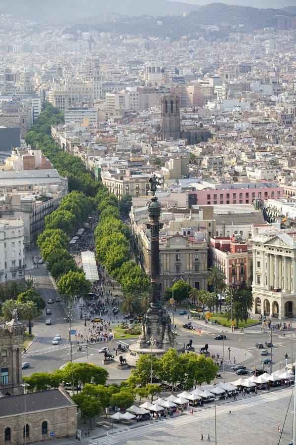 Vue aérienne de La Rambla près du bord de mer avec la statue de Columbus à Barcelone, Espagne images libres de droits