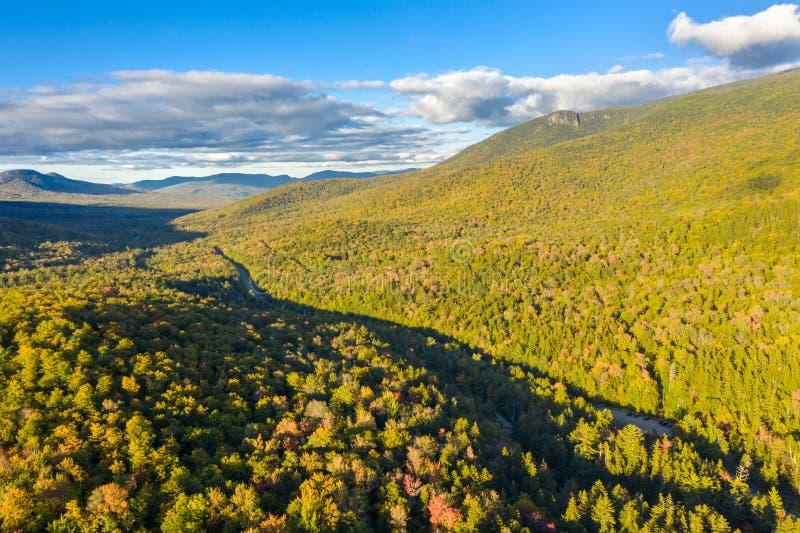 Vue aérienne de la route blanche de montagne, dans New Hampshire photos stock