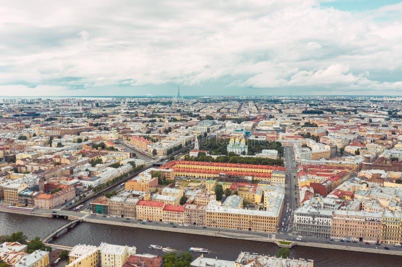 Vue aérienne de la taille du centre de la ville de St Petersburg, la rivière de Fontanka image stock