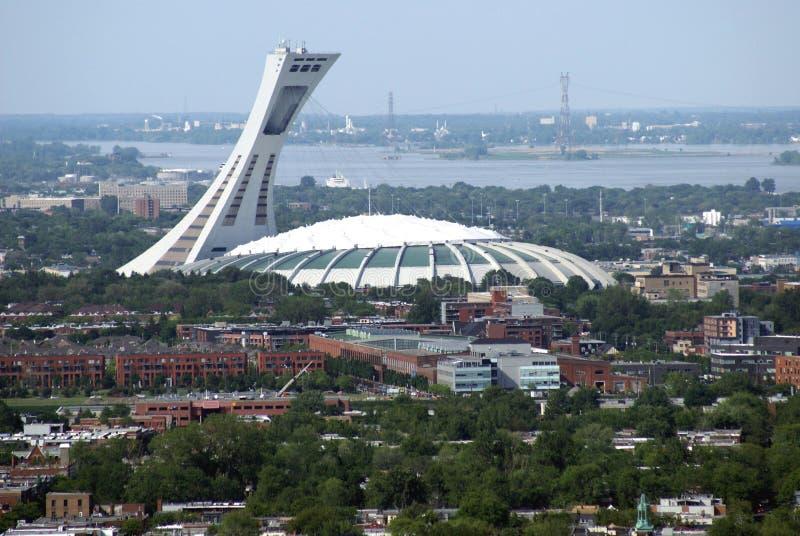 Vue a rienne de la ville du stade olympique et de montr al - Piscine du stade olympique ...