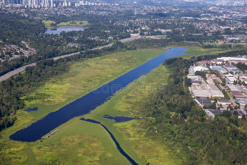 Vue aérienne de lac Burnaby dans la ville photo stock
