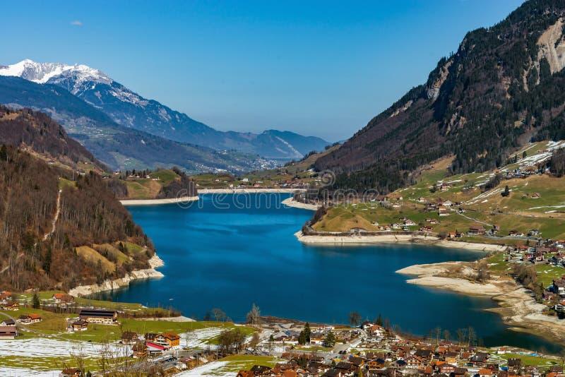 Vue aérienne de lac Lungernersee, Lungern de montagnes images libres de droits