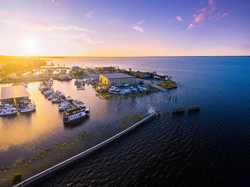 Vue aérienne de lac Monroe en Sanford Florida photos stock